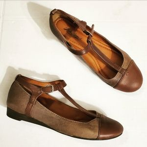Lucky Brand Brown Two-Toned Fintleyy T-Strap Flats